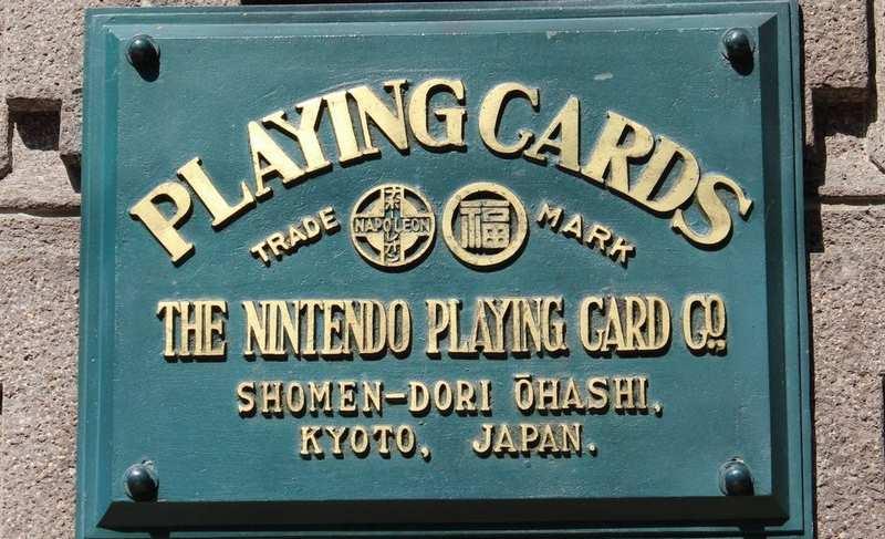 """10. Tutti credono che Nintendo nasca nel 1889 come produttore di carte da gioco Hanafuda (""""schede del fiore in giapponese). Non è vero perché il gioco Hanafuda è stato bandito nel in 1791, durante l'era Kansei perché era diventato troppo popolare."""