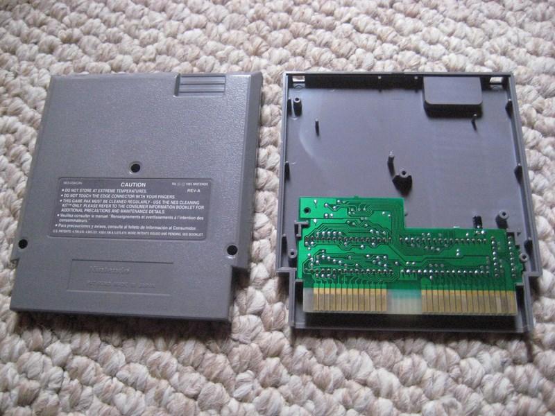 Soffiare dentro le cartucce del NES le fa funzionare davvero