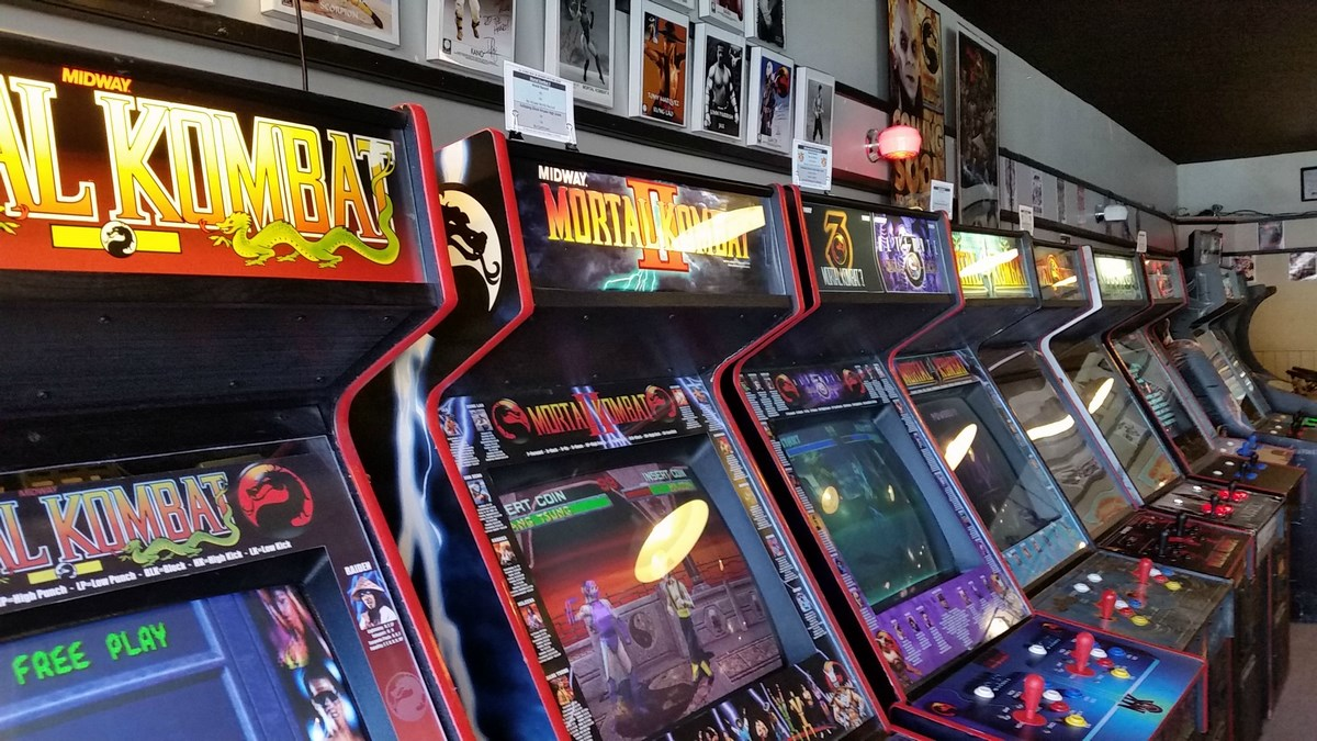 La sala giochi pi grande del mondo galloping ghost arcade for Sala giochi del garage